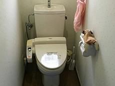 長岡京市のトイレリフォーム。便器を取り外します。