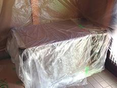 長岡京市のお風呂浴室リフォーム。汚れてはいけないものを、ビニールで保護しています。