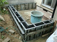 西京区のキッチン増築リフォーム。少しだけ増築といっても、小さい家を建てるのと同じ事ですので、基礎からしっかり作ります。