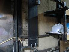 ライオンホームの湯沸かし器給湯専用リフォーム。配管を残して湯沸かし器本体を取り外しました。