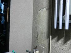 ライオンホームの給湯器交換リフォーム。配管だけを残して、給湯器本体を取り外しました。