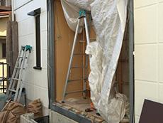 お風呂浴室リフォーム。浴室の外壁が解体され中が丸見えになりました。