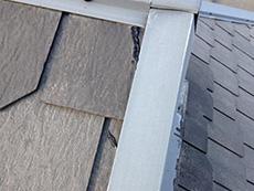 長岡京市の屋根外壁塗装リフォーム。屋根のカラーベストです。亀裂の入った部分を補修しました。
