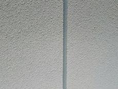 長岡京市の屋根外壁塗装リフォーム。外壁の目地のコーキングを新しく打ち替えました。