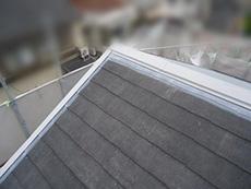 長岡京市の屋根外壁塗装リフォーム。屋根の板金の錆止めが完了しました。