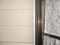長岡京市の屋根外壁塗装リフォーム。窓枠の周りのコーキングを新しくしました。