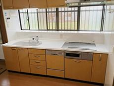 ライオンホームでキッチンリフォーム。水道の水栓とIHクッキングヒーターも設置し直して交換が天板の終わりました。