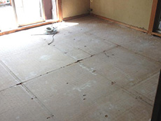 ライオンホームでリノベーション。2階の和室の畳を全て上げたところです。