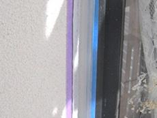 西京区の外壁塗装リフォーム。コーキングが乾くのを待ちます。