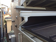 大山崎町のリビングリノベーション。増築部分には新しく雨樋も取り付けます。