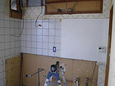西京区のキッチン増築リフォーム。キッチンを解体したところです。