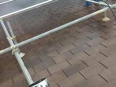 長岡京市の屋根外壁塗装リフォーム。屋根の汚れもしっかり洗っています。