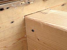 西京区のキッチン増築リフォーム。太い柱です。これで増築部分と家をつなぎます。
