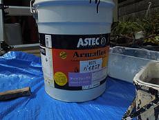 長岡京市の屋根塗装リフォーム。上塗りに使用する塗料、アステック社のアーマフレックスの塗料缶。紫外線に強いピュアアクリルです。