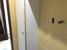 お風呂浴室リフォーム。脱衣所の奥にあった棚は、洗面室を入ってすぐの場所に移動。