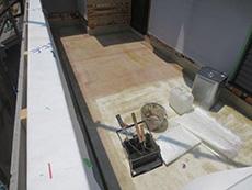長岡京市の外壁塗装とバルコニー増築リフォーム。バルコニー内部の防水は、船底と同じ素材のFRP防水を施工しました。防水効果が抜群です。
