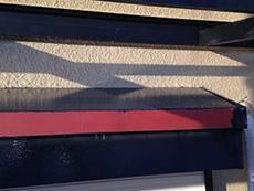 長岡京市の屋根外壁塗装リフォーム。錆止めを塗った庇です。この後、仕上げ塗料を塗ります。