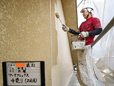長岡京市の屋根外壁塗装リフォーム。外壁の重ね塗り2回目です。