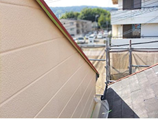 長岡京市の外壁屋根塗装リフォーム。塗り終わった外壁の側面です。