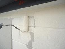 長岡京市の屋根外壁塗装リフォーム。外壁には断熱塗料のガイナを塗ります。塗るだけで断熱効果が発揮されます。