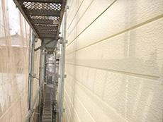 大山崎町の外壁屋根塗装リフォーム。外壁の2回目が塗り終わりました。