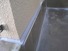 長岡京市の屋根外壁塗装リフォーム。バルコニー内部の壁のコーキングを打ち替えました。