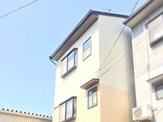 大山崎町の外壁屋根塗装リフォーム。塗り終わった外観です。向かって右の壁は他の場所と壁材が違うので、それぞれの壁材に合わせた塗料を使っています。