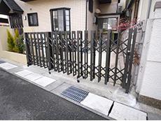長岡京市の屋根外壁塗装リフォーム。ガレージのゲートを新しく取り替えました。