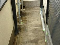 大山崎町の外壁屋根塗装リフォーム。ベランダです。割れていた床を補修して、防水加工をしました。