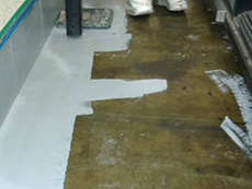 大山崎町の外壁屋根塗装リフォーム。ベランダの防水加工中です。