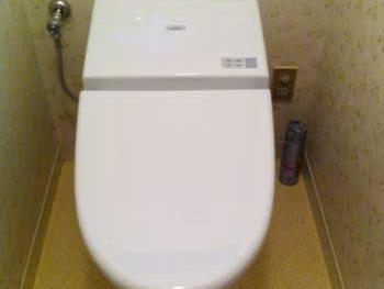 長岡京市のトイレリフォーム。リフォーム後のトイレ便器です。
