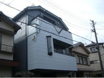 大山崎町で外壁塗装リフォーム。外壁塗装後の外観です。ホワイトの美しい光沢が出ている外壁になりました。