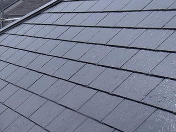 長岡京市の屋根外壁塗装リフォーム。塗装後の屋根です。スチールグレーという色の塗料で、ツヤツヤに輝いています。