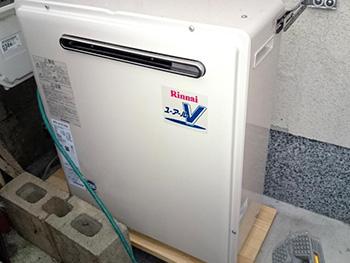 向日市の給湯器交換リフォーム。交換後の給湯器です。16号のオートタイプ リンナイ浴槽隣接タイプ RFS-A1610SA
