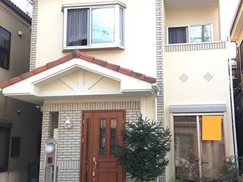 長岡京市の外壁塗装リフォーム。アステックペイントEC2000FIRのライトクリームを塗った外観です。