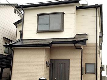 長岡京市の屋根外壁塗装リフォーム。リフォーム後の外壁です。外壁の上塗りに使ったガイナは、ツヤツヤの光沢がないので落ち着いた外観になります。
