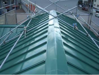 大山崎町で屋根塗装リフォーム。屋根塗装リフォーム後です。光沢が見事に復活しました。