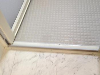 長岡京市のお風呂浴室リフォーム。お風呂洗い場の床です。入った時に冷たさを感じにくいです。