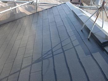 大山崎町の外壁屋根塗装リフォーム。完成後の屋根です。スチールグレーの光沢が美しいです。