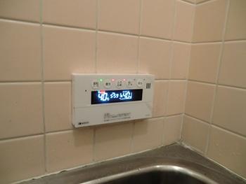 ライオンホームの給湯器交換リフォーム。お風呂のリモコンも新しくなり、今度のリモコンは音声でアナウンスしてくれるのでわかりやすいですね!
