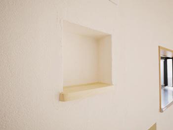 向日市で中古住宅を購入してリノベーション。リビングの壁に作ったニッチです。2ヶ所あります。