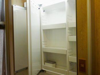 ライオンホームの洗面台リフォーム。三面鏡の中も収納スペース。細かく収納出来て便利です。