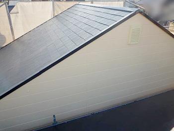 長岡京市の外壁屋根塗装リフォーム。塗装後の屋根と外壁の一部です。屋根も外壁もツヤツヤしています。