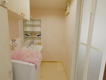 お風呂浴室リフォーム。棚の位置も変わり、洗面室の動線はとてもよくなりました。