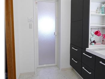 長岡京市のお風呂浴室リフォーム。収納たっぷりの洗面台ピアラです。