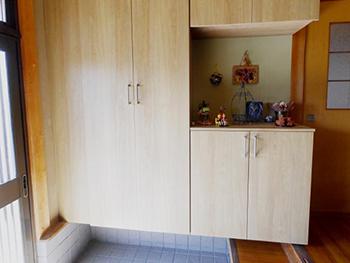 長岡京市のお風呂浴室リフォーム。玄関の靴箱は、大容量のシューズクローゼットになりました。
