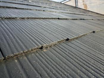 長岡京市の外壁屋根塗装リフォーム。塗れているように見える塗装後の屋根ですが乾いた状態です。すごく美しいツヤが特徴です。