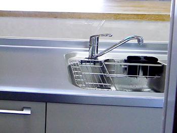 ライオンホームでキッチンリフォーム。キッチン水栓は大きなレバーになり、操作しやすくなりました。