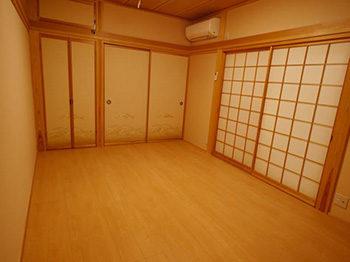 長岡京市の店舗をリビングにリフォーム。リフォーム後の和室です。和室の畳はフローリングへ張り替えました。