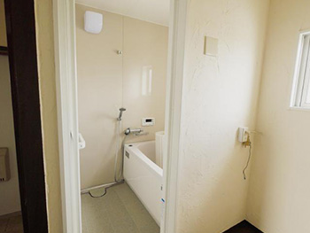 長岡京市の中古マンションリノベーション。リフォーム後のお風呂場の入口。